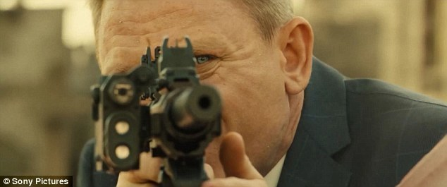 2ABEA98600000578-3170455-Action_packed_The_trailer_sees_007_infiltrate_a_secret_meeting_a-a-61_1437571344831.jpg