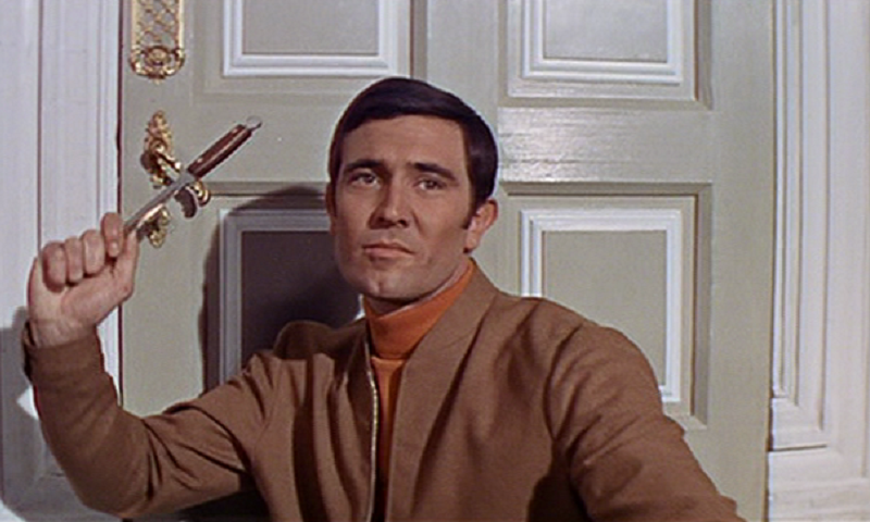 On-Her-Majestys-Secret-Service-James-Bond-George-Lazenby-knife[1].png